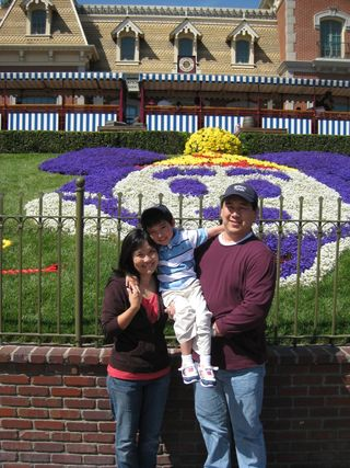 Easter @ disneyland april 12, 2009 001